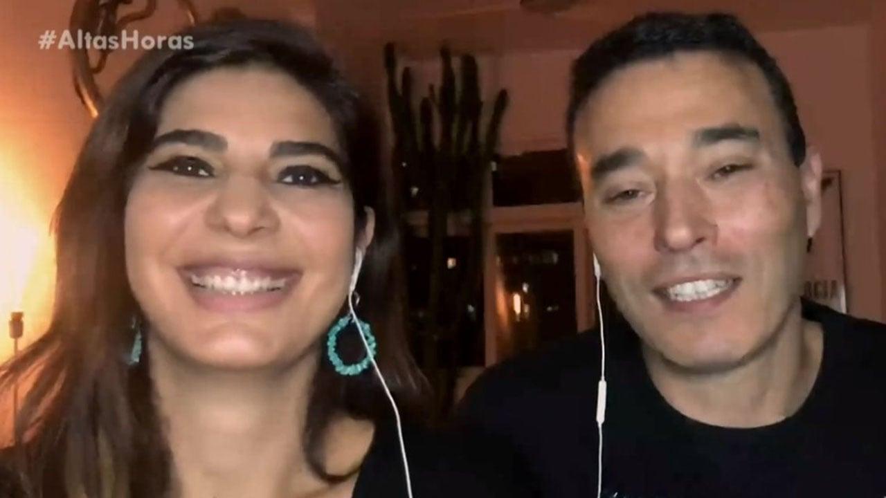 Andréia Sadi e André Rizek durante participação no programa Altas Horas, da Globo