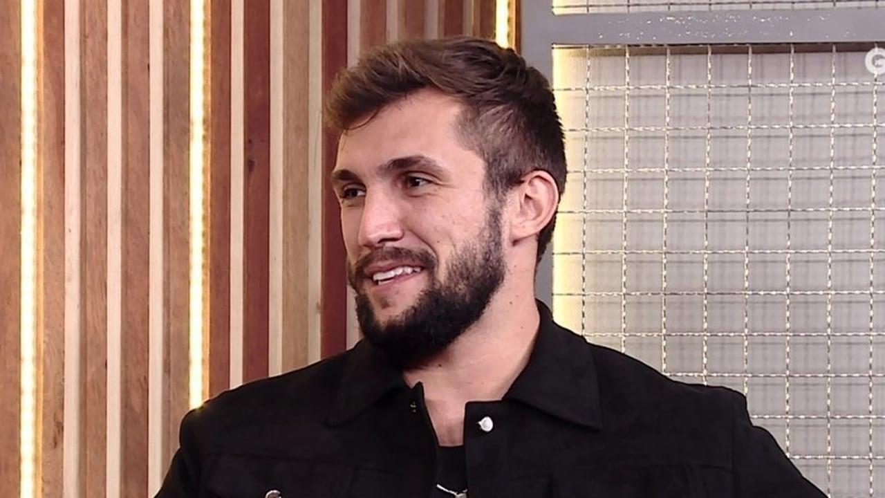 Arthur é questionado sobre a mensagem que mandou para Carla Diaz - Crédito: Reprodução / Globo