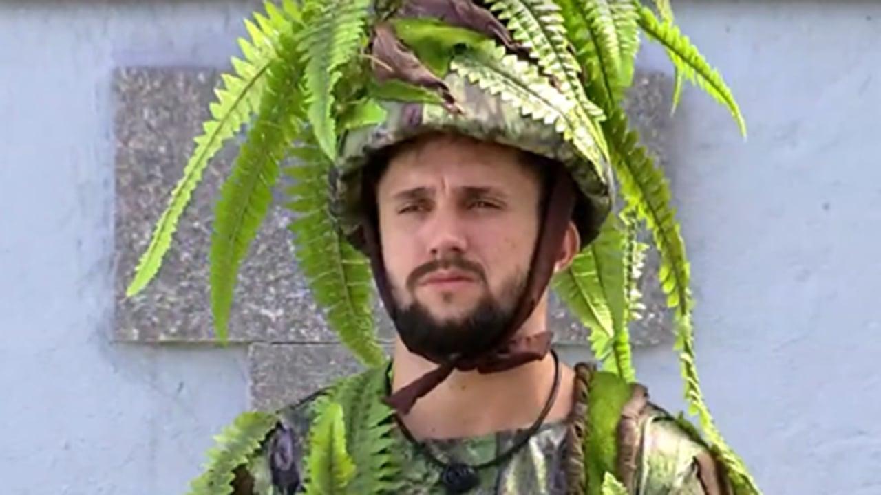 Arthur se veste de samambaia no castigo do monstro - Crédito: Reprodução / Globo