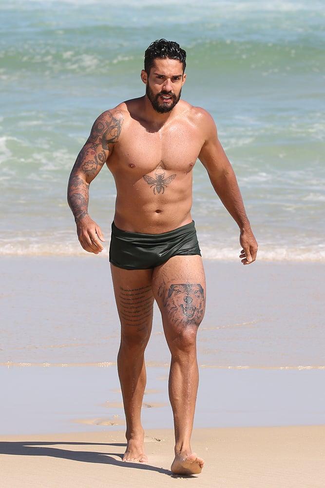 Arcrebiano, o Bil Araújo, ostenta corpão musculoso em dia na praia - Crédito: Dilson Silva / AgNews