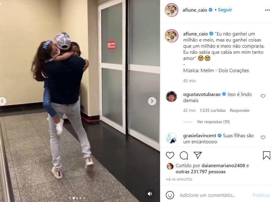 Caio reencontra as filhas após o BBB21 - Crédito: Reprodução / Instagram