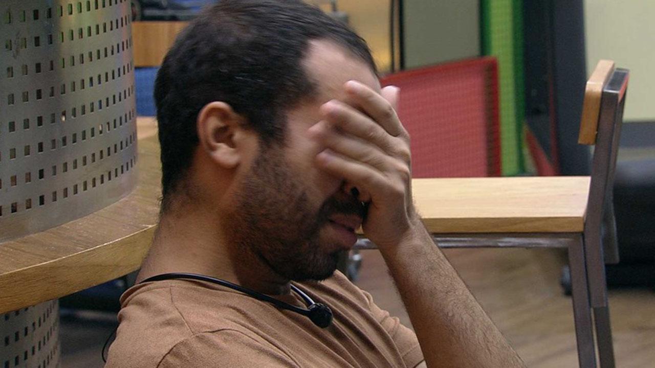 Gilberto aparece chorando no BBB21 - Crédito: Reprodução / Globo