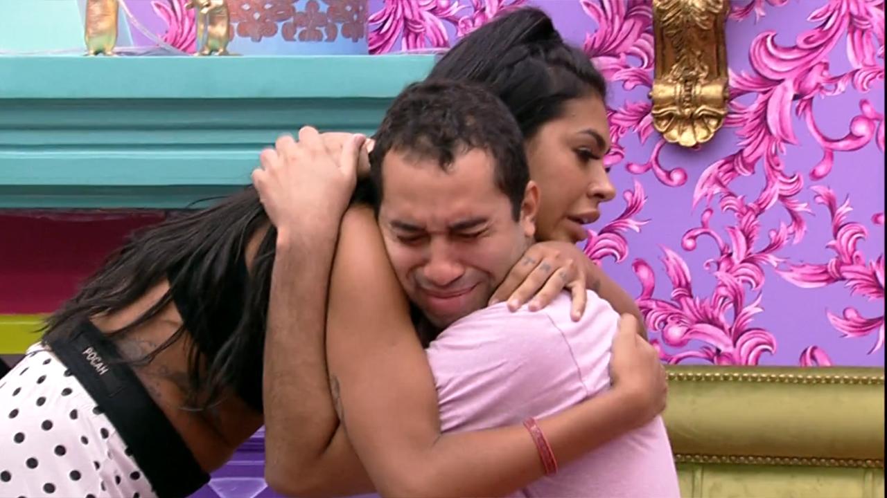 Gilberto chora ao conversar com Pocah no BBB21