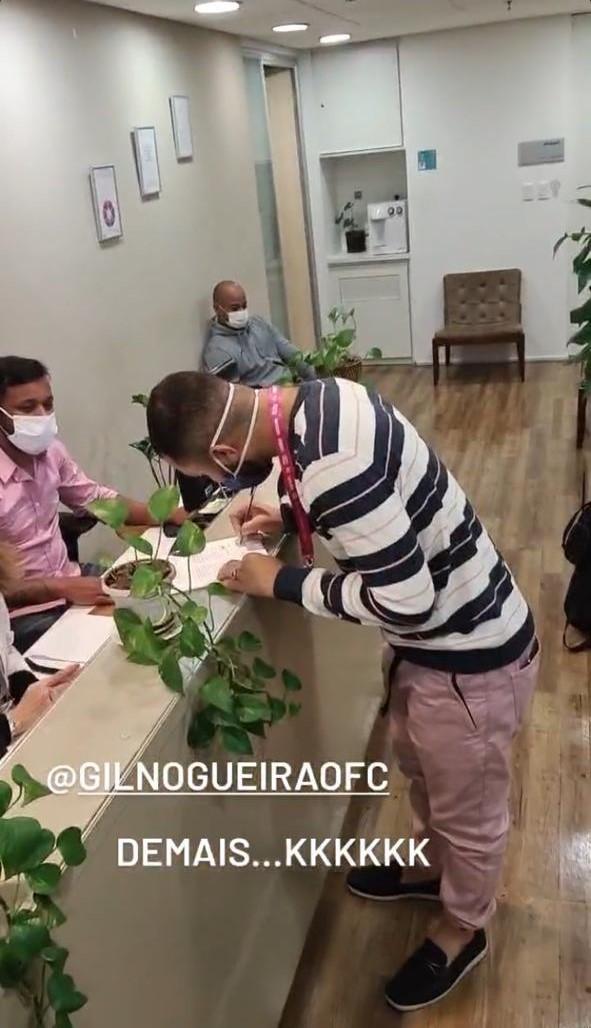 Gilberto é visto após exame admissional na Globo - Crédito: Reprodução / Instagram
