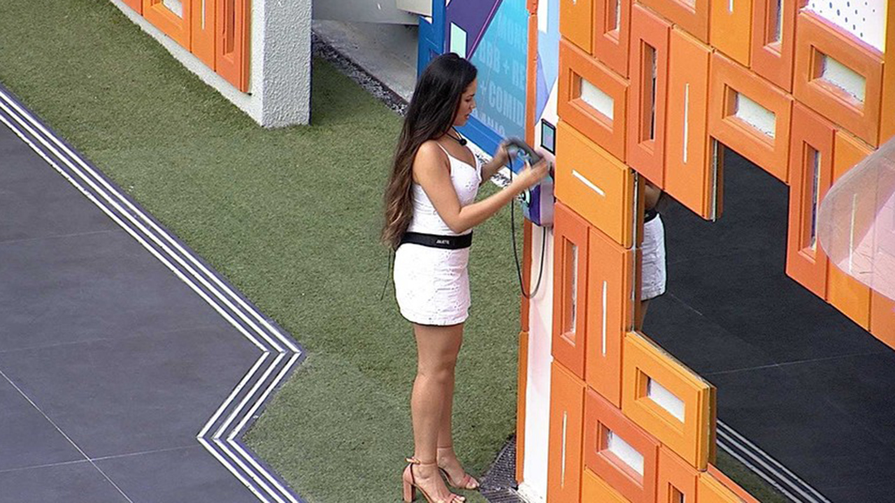 Juliette se despede do Big Fone - Crédito: Reprodução / Globo