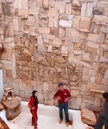 Maraísa mostra construção de lago dentro de sua mansão