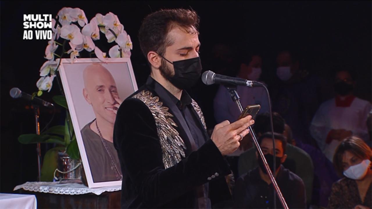 Thales Bretas, marido de Paulo Gustavo, na missa de sétimo dia - Crédito: Reprodução / Multishow