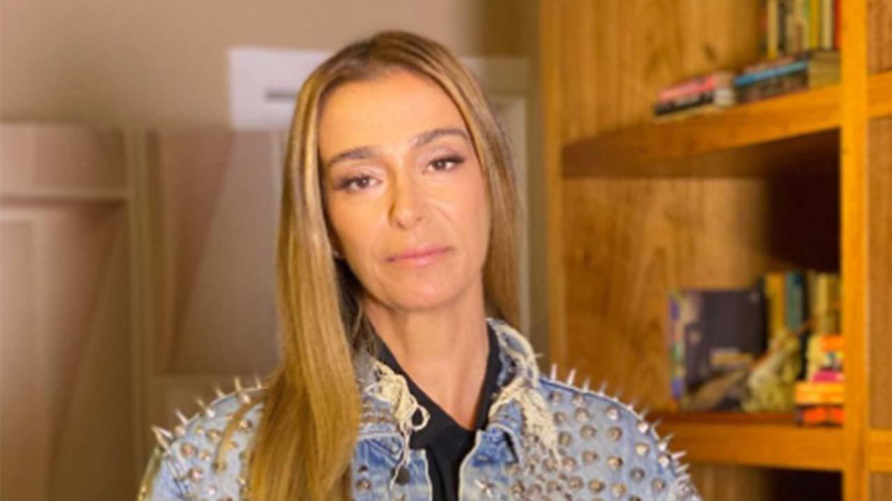 Mônica Martelli usa jaqueta de Paulo Gustavo no programa Saia Justa, do GNT - Crédito: Reprodução / Instagram