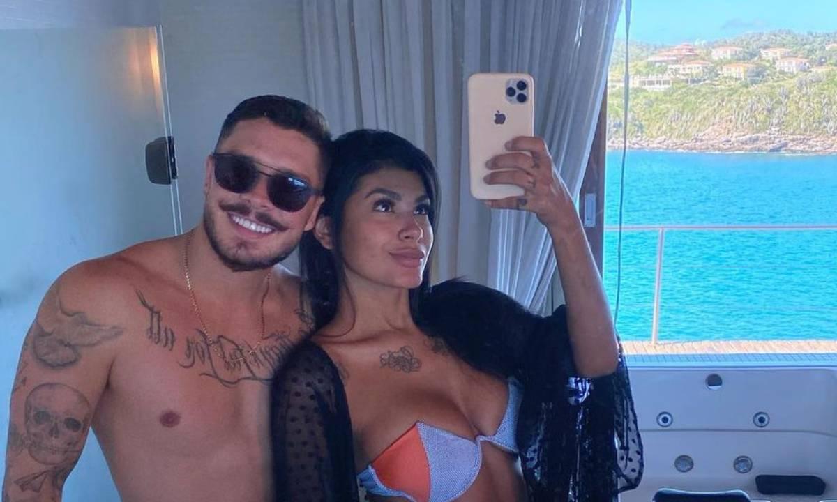 Pocah ao lado de seu noivo, Ronan Souza - Crédito: Reprodução/ Instagram