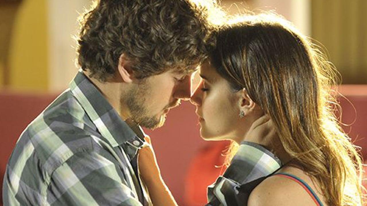 Rodrigo beija Ana em A Vida da Gente