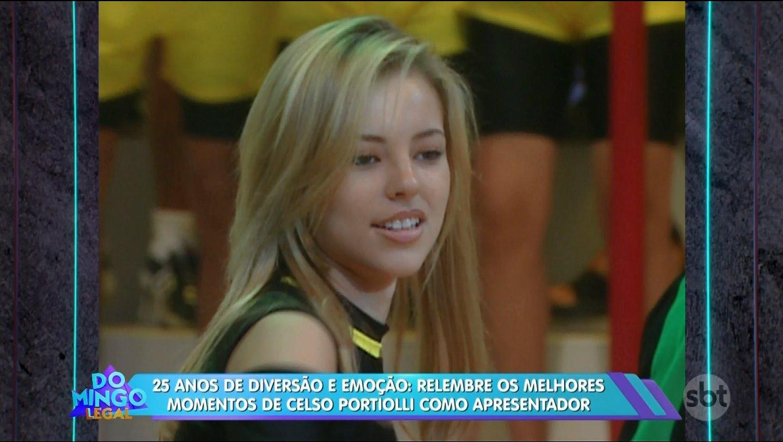 Paolla Oliveira na época em que era assistente de palco do 'Passa ou Repassa' - Crédito: Reprodução / SBT