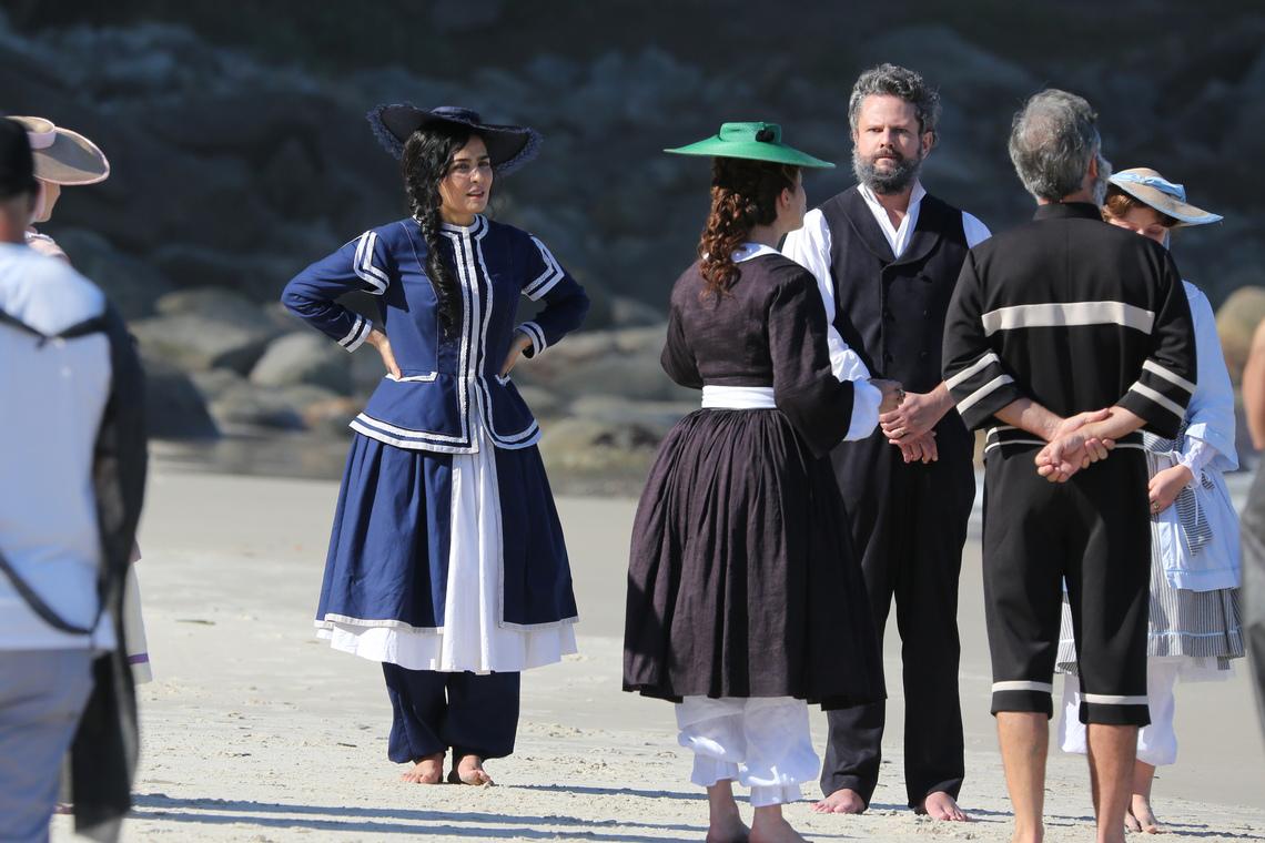 Elenco grava novela 'Nos Tempos do Imperador' em praia do Rio