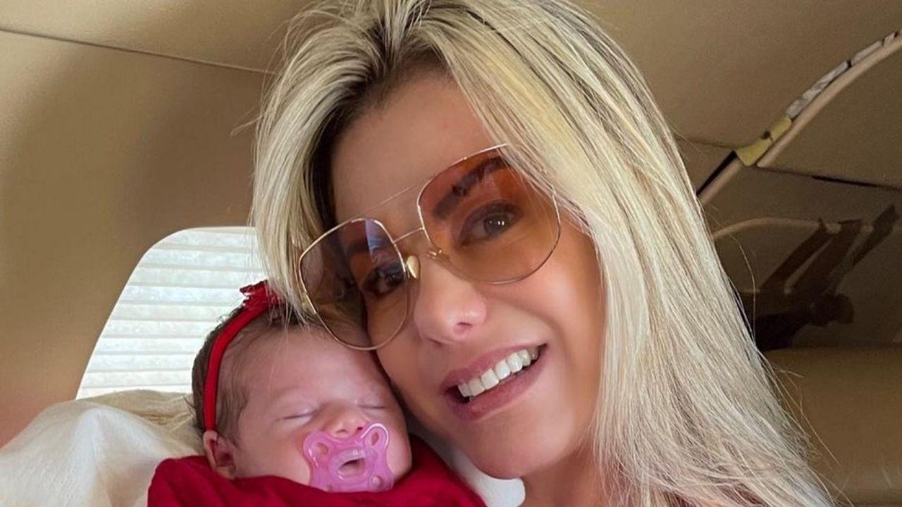 Poliana Rocha encanta a web ao mostrar primeira viagem da neta. Foto: Reprodução/Instagram