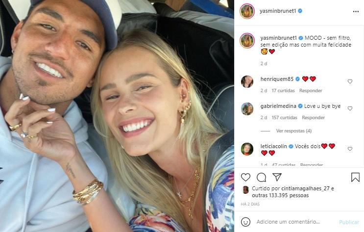 Yasmin Brunet surge sem maquiagem ao lado de Gabriel Medina