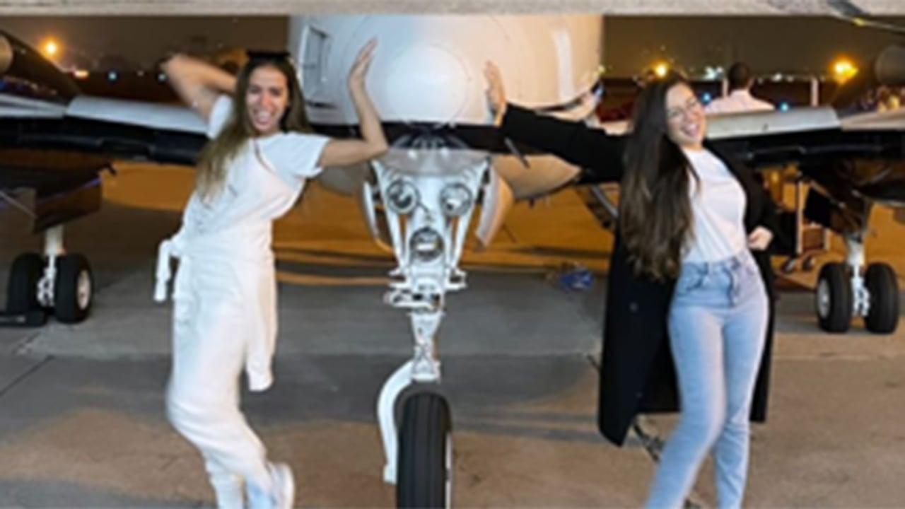 Anitta dá carona para Juliette no jatinho particular - Crédito: Reprodução / Instagram