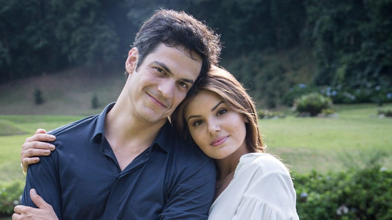 Eric (Mateus Solano) e Luiza (Camila Queiroz) na novela Pega Pega - Crédito: Globo / Adriana Garcia