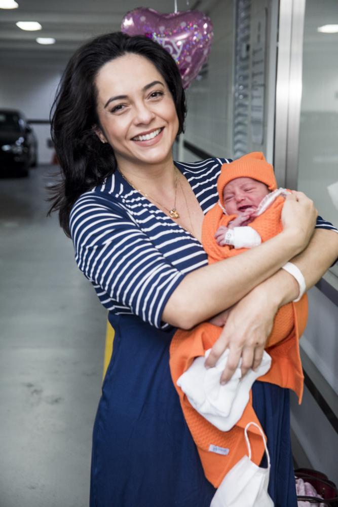 Izabella Camargo com a filha - Crédito: Leo Franco / AgNews