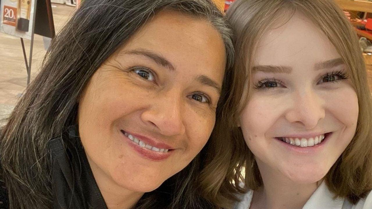 Influenciadora chora ao mostrar última carta da mãe. Foto: Reprodução/Instagram