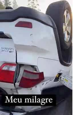 Giovani e a esposa, Anna Carolina, sofrem acidente de carro - Crédito: Reprodução / Instagram