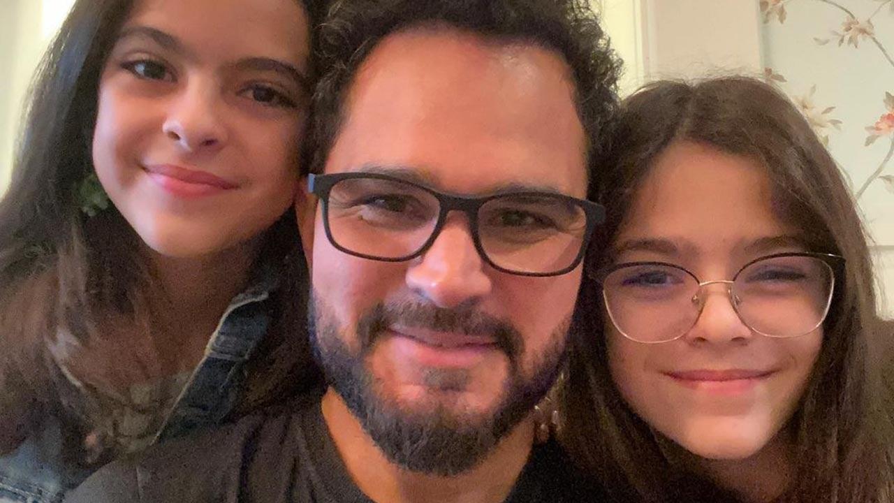 Luciano Camargo com as filhas gêmeas - Crédito: Reprodução / Instagram