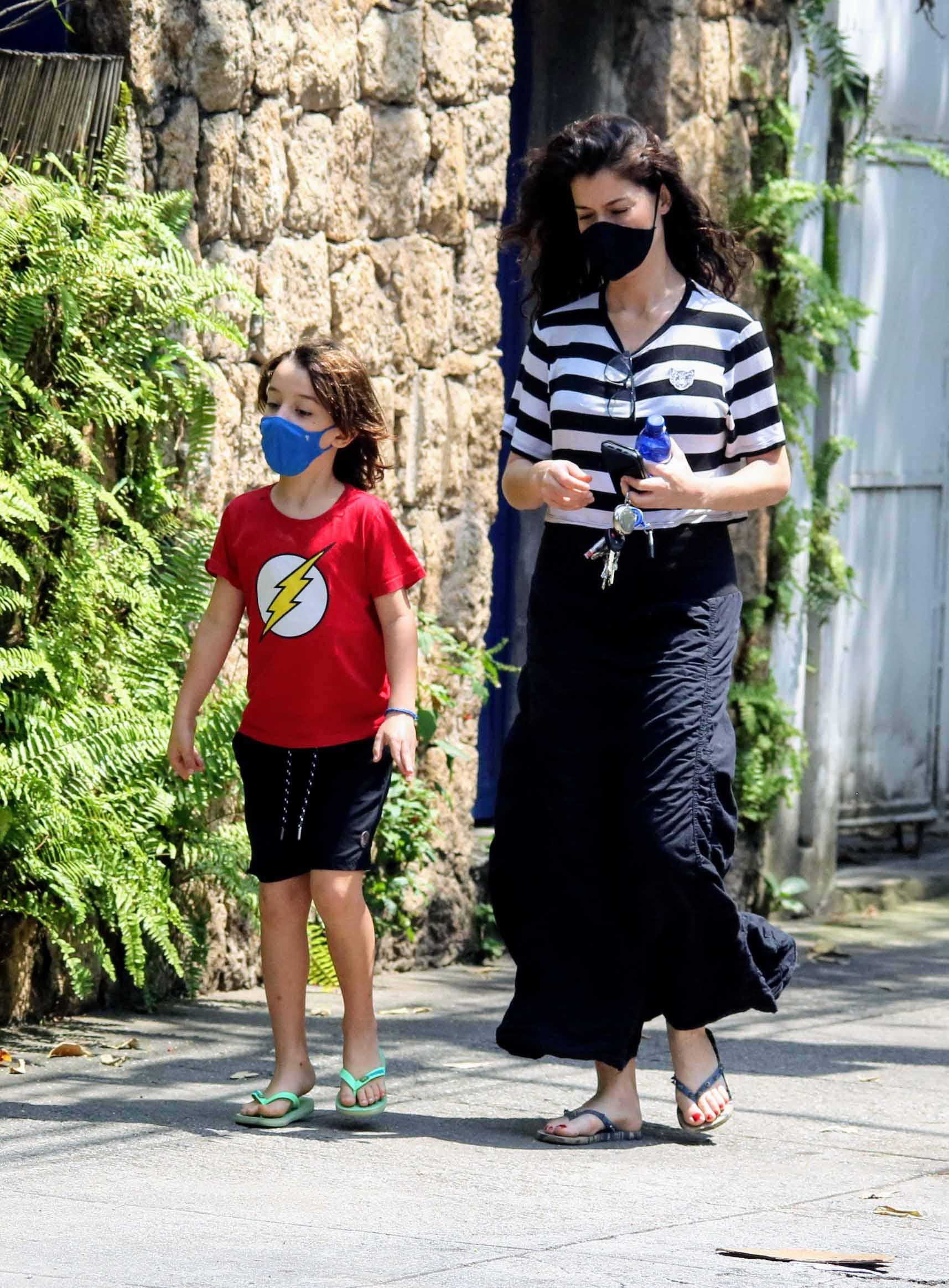 Alinne Moraes faz rara aparição com o filho, Pedro - Crédito: Daniel Delmiro / AgNews
