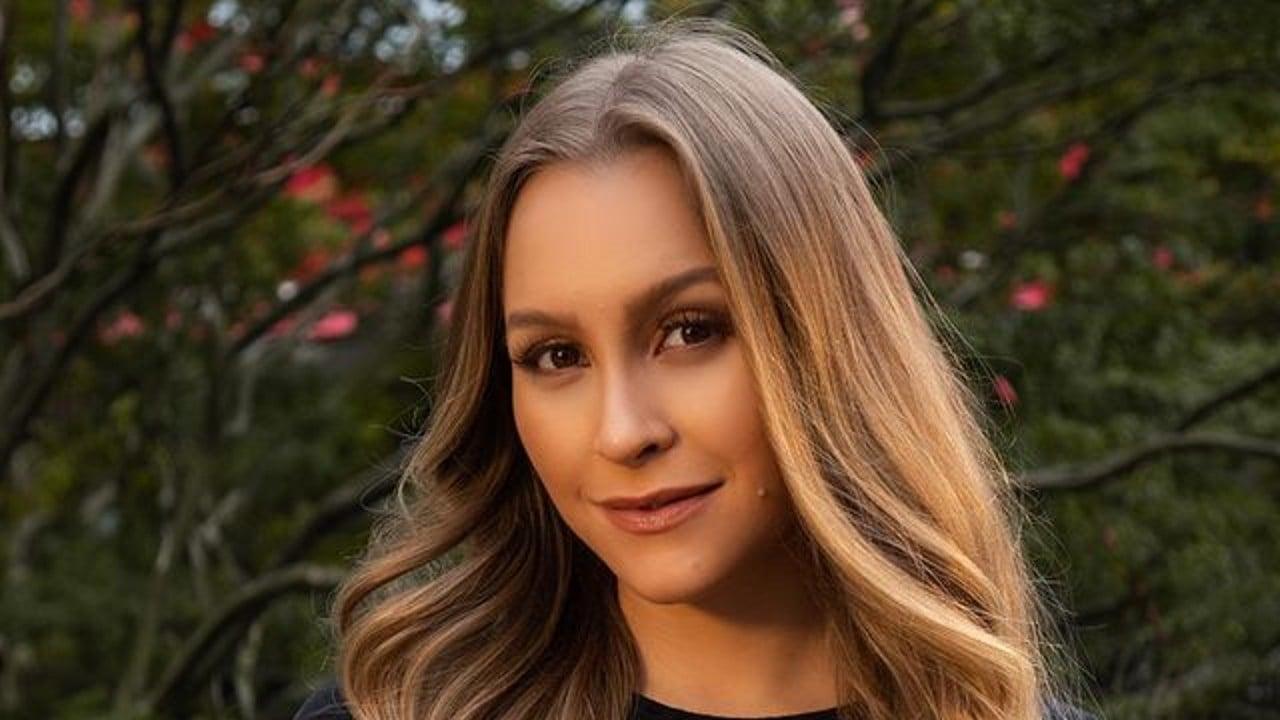 Carla Diaz surge super sexy em novas fotos