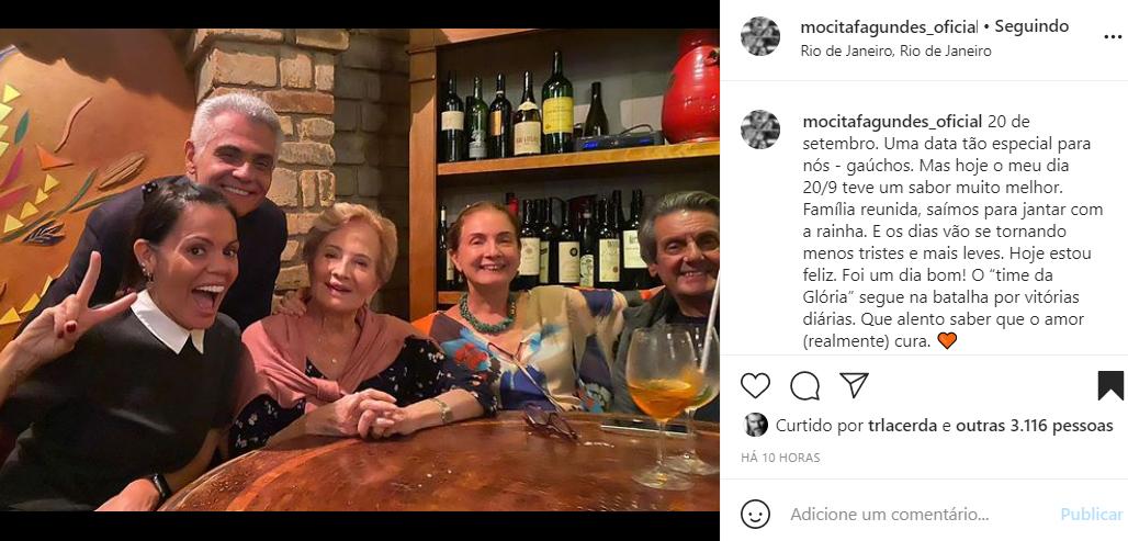 Mocita Fagundes mostra fotos de jantar em família - Crédito: Reprodução / Instagram