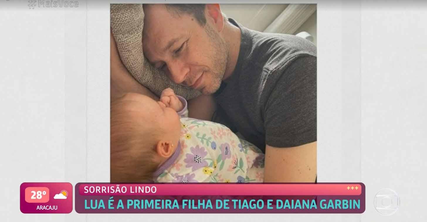 Tiago Leifert mostra a filha no programa Mais Você - Crédito: Reprodução / Globo